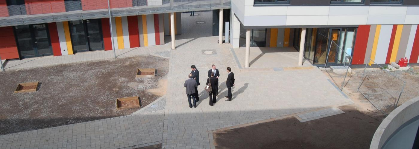Blick von oben in den Innenhof der neuen Wohnanlage.